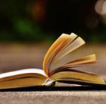 aufgeblättertes Buch als Symbolbild für den Seitenumbruch